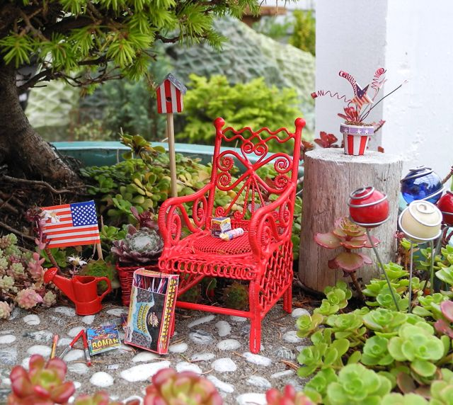 July 4th in the Miniature Garden