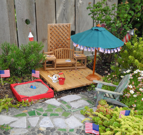 Happy Fourth in the Miniature Garden!