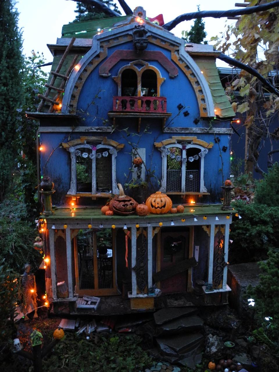 Miniature Garden Halloween House Janit Calvo