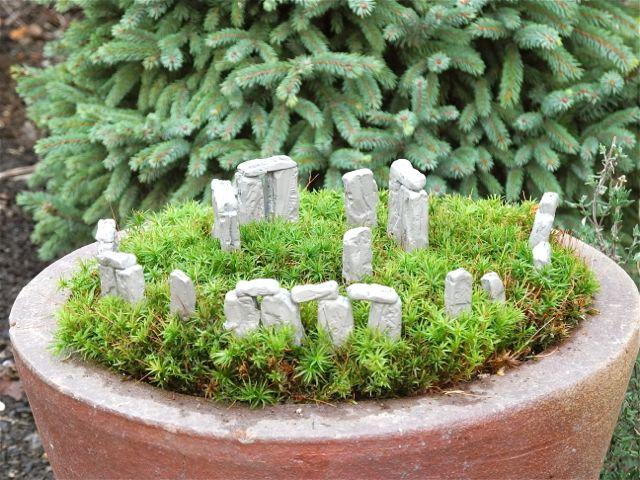 Miniature Stonehenge Garden for the Solstice from TwoGreenThumbs.com!